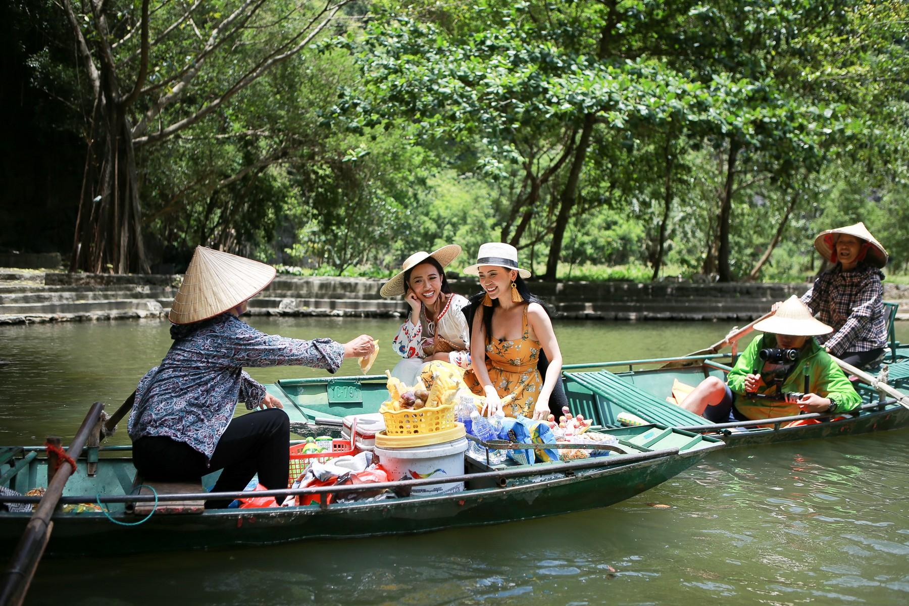 Hội ế Diệu Nhi - Sĩ Thanh - Yaya Trương Nhi bất ngờ gặp HLV Park Hang Seo tại Ninh Bình - Ảnh 5.