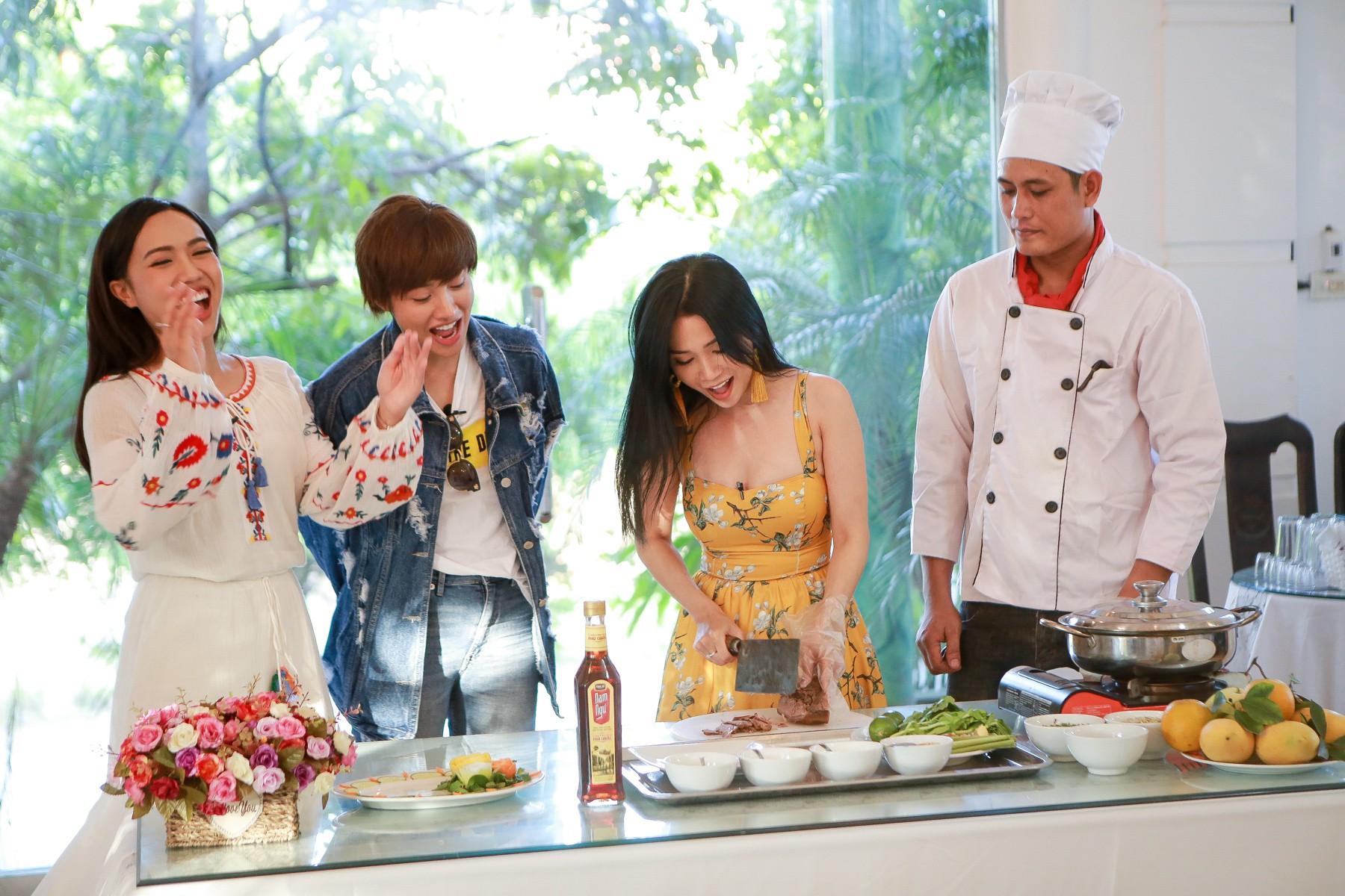 Hội ế Diệu Nhi - Sĩ Thanh - Yaya Trương Nhi bất ngờ gặp HLV Park Hang Seo tại Ninh Bình - Ảnh 8.