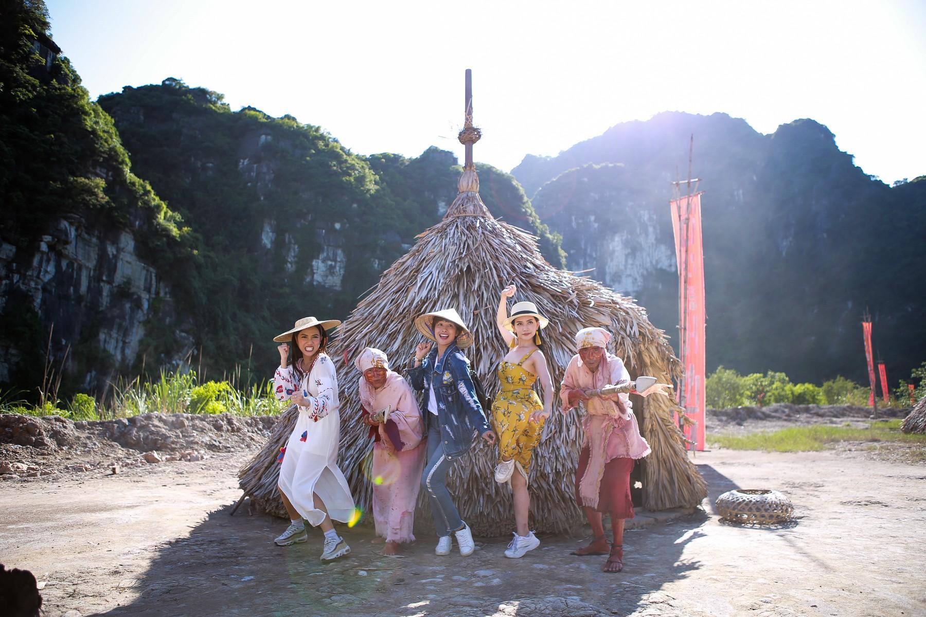 Hội ế Diệu Nhi - Sĩ Thanh - Yaya Trương Nhi bất ngờ gặp HLV Park Hang Seo tại Ninh Bình - Ảnh 4.