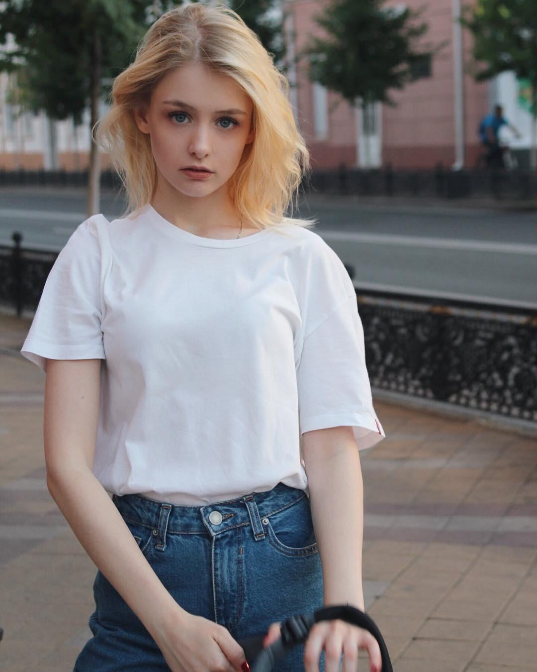 Hot girl Nga 20 tuổi đẹp như thiên thần, vừa cất giọng hát ai cũng nức nở: Người đâu hoàn hảo thế! - Ảnh 5.