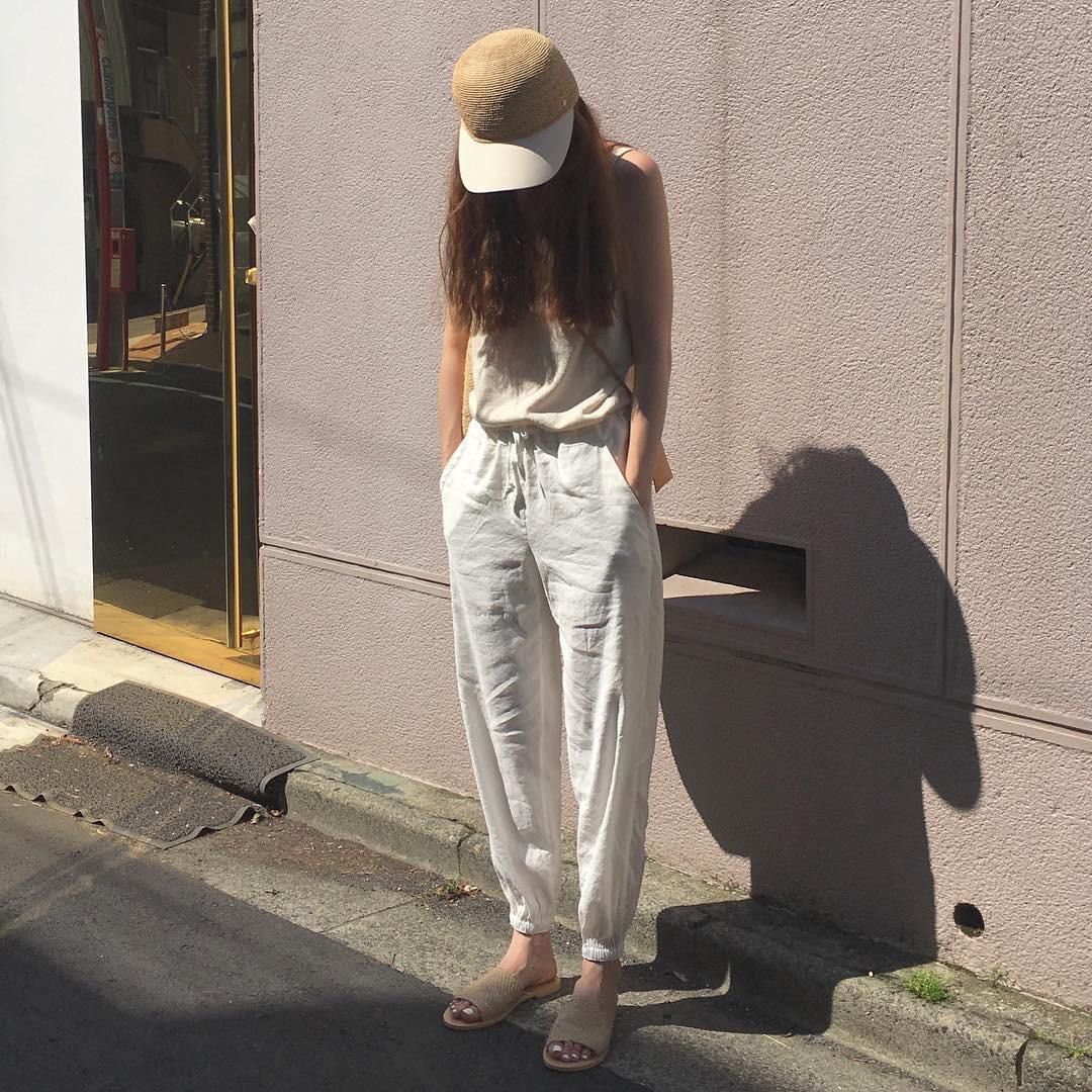 Ngày nóng diện đồ white-on-white là chuẩn nhất, và đây là 14 công thức mát mẻ tuyệt xinh dành cho bạn - Ảnh 6.