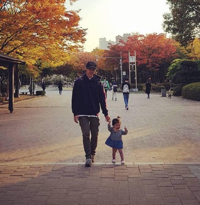 Vừa tuyên bố kết hôn, nam diễn viên Vườn sao băng đã khoe ngay ảnh con gái 2 tuổi đáng yêu - Ảnh 3.