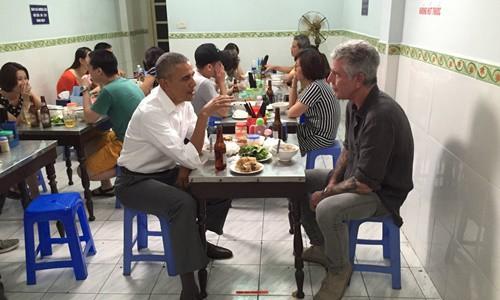 Anthony Bourdain - Đầu bếp từng đến Việt Nam cùng ông Obama qua đời ở tuổi 61 do tự tử - Ảnh 3.