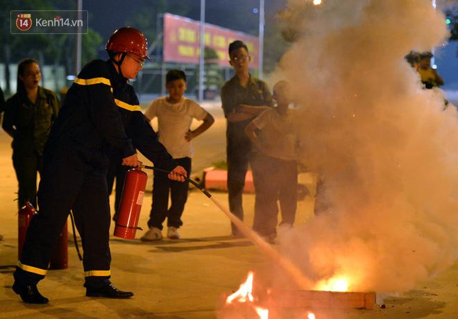 Cận cảnh một buổi học phòng chống cháy nổ của các chiến sĩ công an nhí - Ảnh 3.