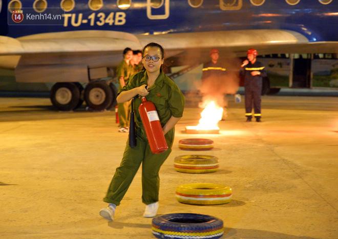 Cận cảnh một buổi học phòng chống cháy nổ của các chiến sĩ công an nhí - Ảnh 4.