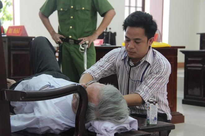 Luật sư Nguyễn Khắc Thủy cho biết đã nhận bản án 3 năm tù giam của giám đốc thẩm nhưng sức khỏe ông Thủy đang rất yếu - Ảnh 2.