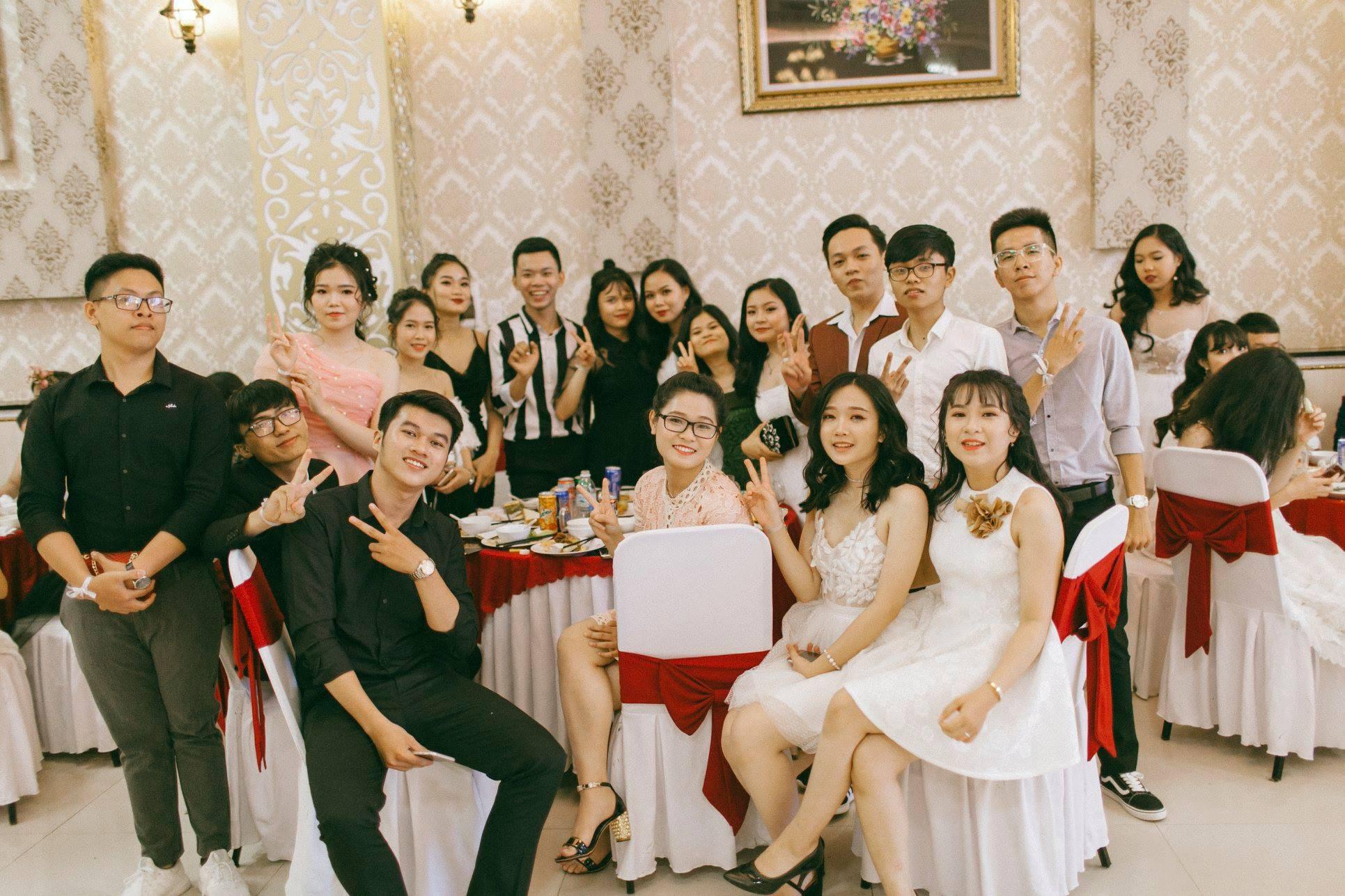Không chỉ RMIT, trường chuyên phố núi Kon Tum cũng khiến chúng ta đã mắt với dàn trai xinh gái đẹp trong tiệc prom - Ảnh 2.