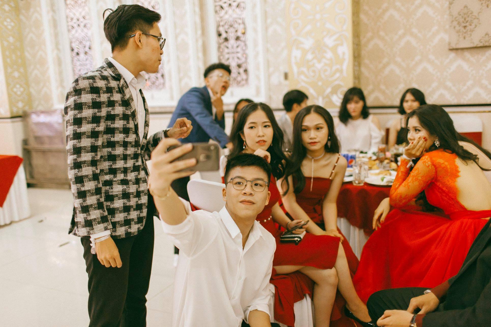 Không chỉ RMIT, trường chuyên phố núi Kon Tum cũng khiến chúng ta đã mắt với dàn trai xinh gái đẹp trong tiệc prom - Ảnh 12.