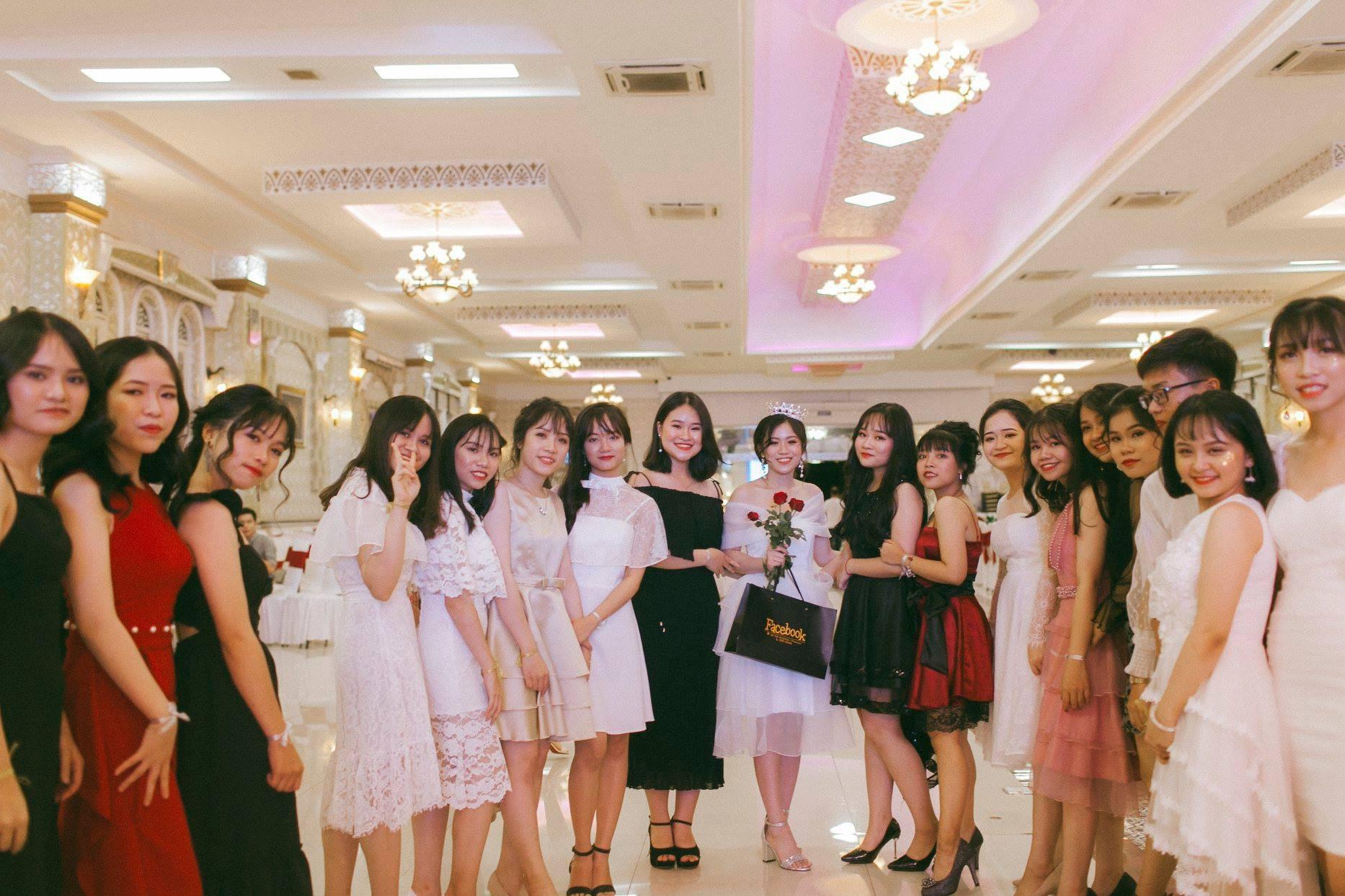 Không chỉ RMIT, trường chuyên phố núi Kon Tum cũng khiến chúng ta đã mắt với dàn trai xinh gái đẹp trong tiệc prom - Ảnh 13.