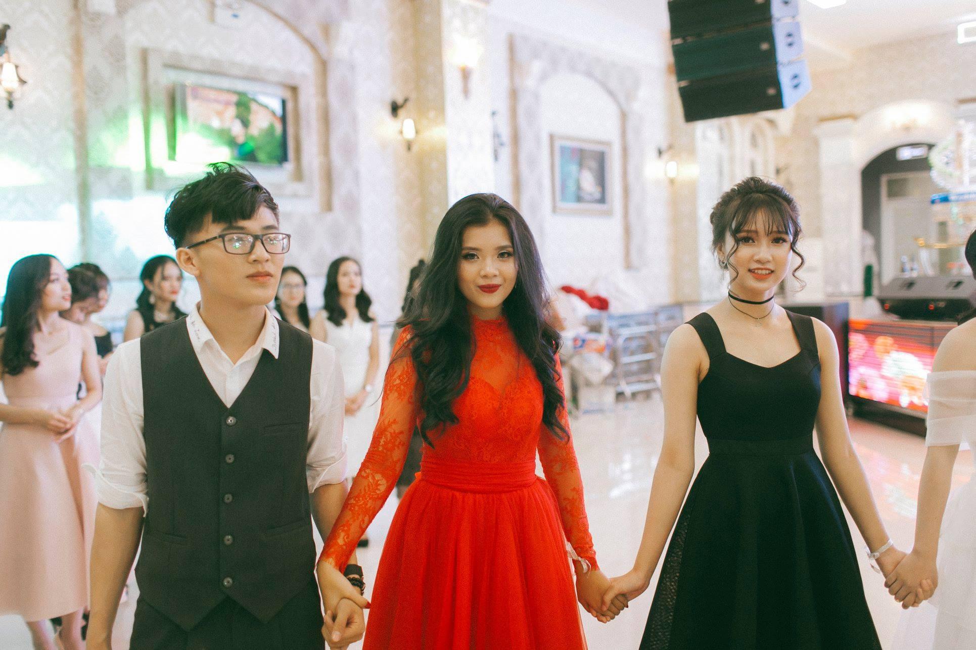 Không chỉ RMIT, trường chuyên phố núi Kon Tum cũng khiến chúng ta đã mắt với dàn trai xinh gái đẹp trong tiệc prom - Ảnh 16.