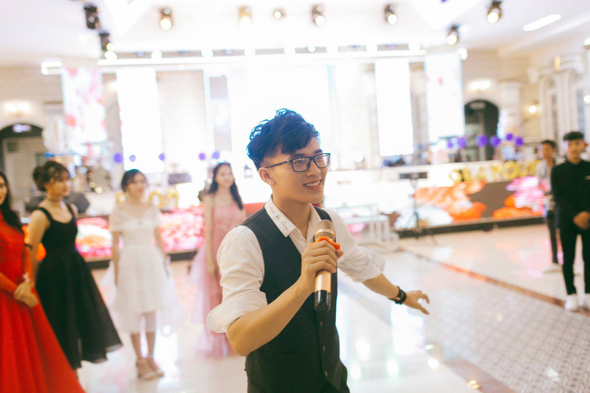 Không chỉ RMIT, trường chuyên phố núi Kon Tum cũng khiến chúng ta đã mắt với dàn trai xinh gái đẹp trong tiệc prom - Ảnh 6.