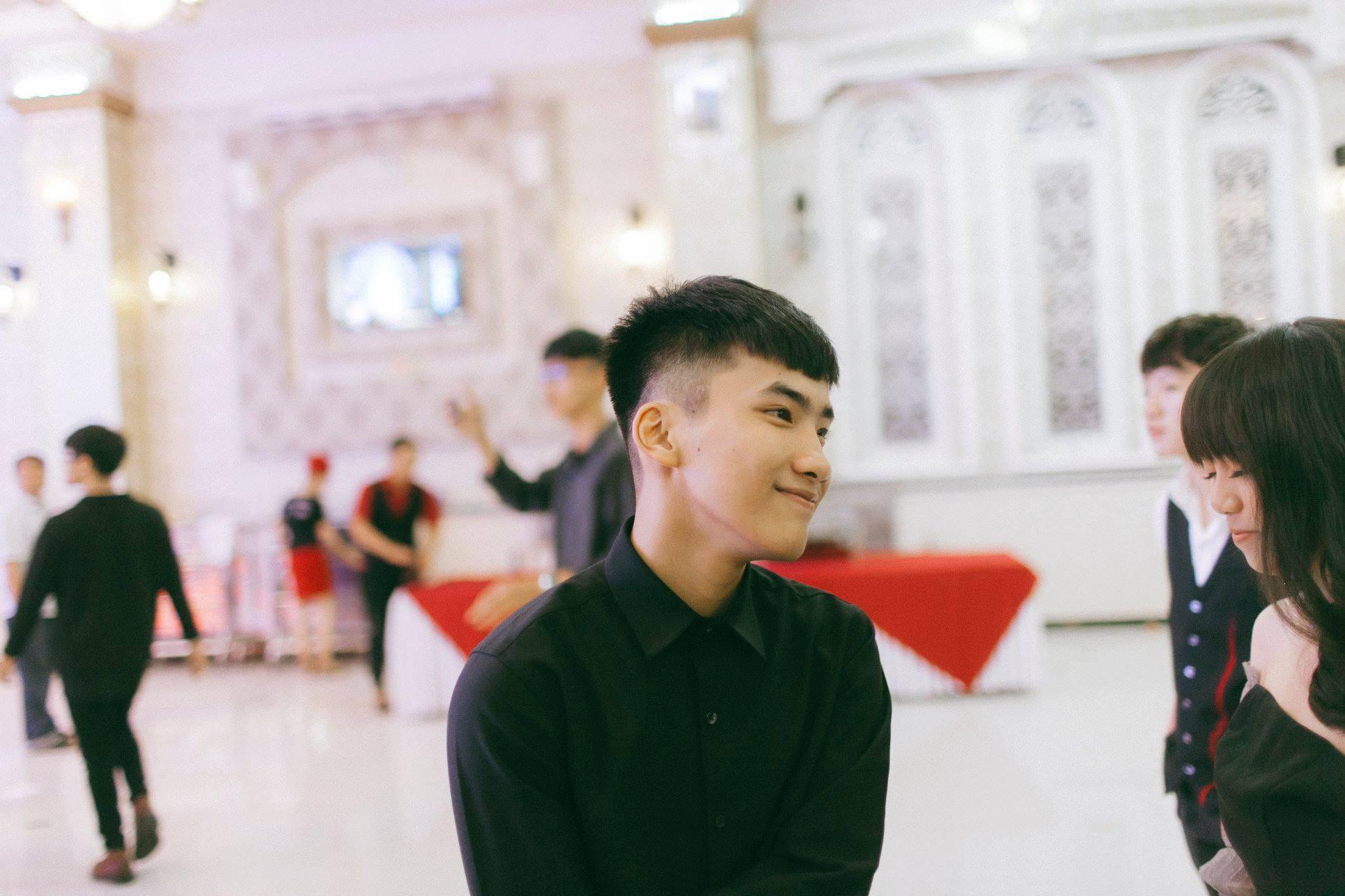 Không chỉ RMIT, trường chuyên phố núi Kon Tum cũng khiến chúng ta đã mắt với dàn trai xinh gái đẹp trong tiệc prom - Ảnh 8.