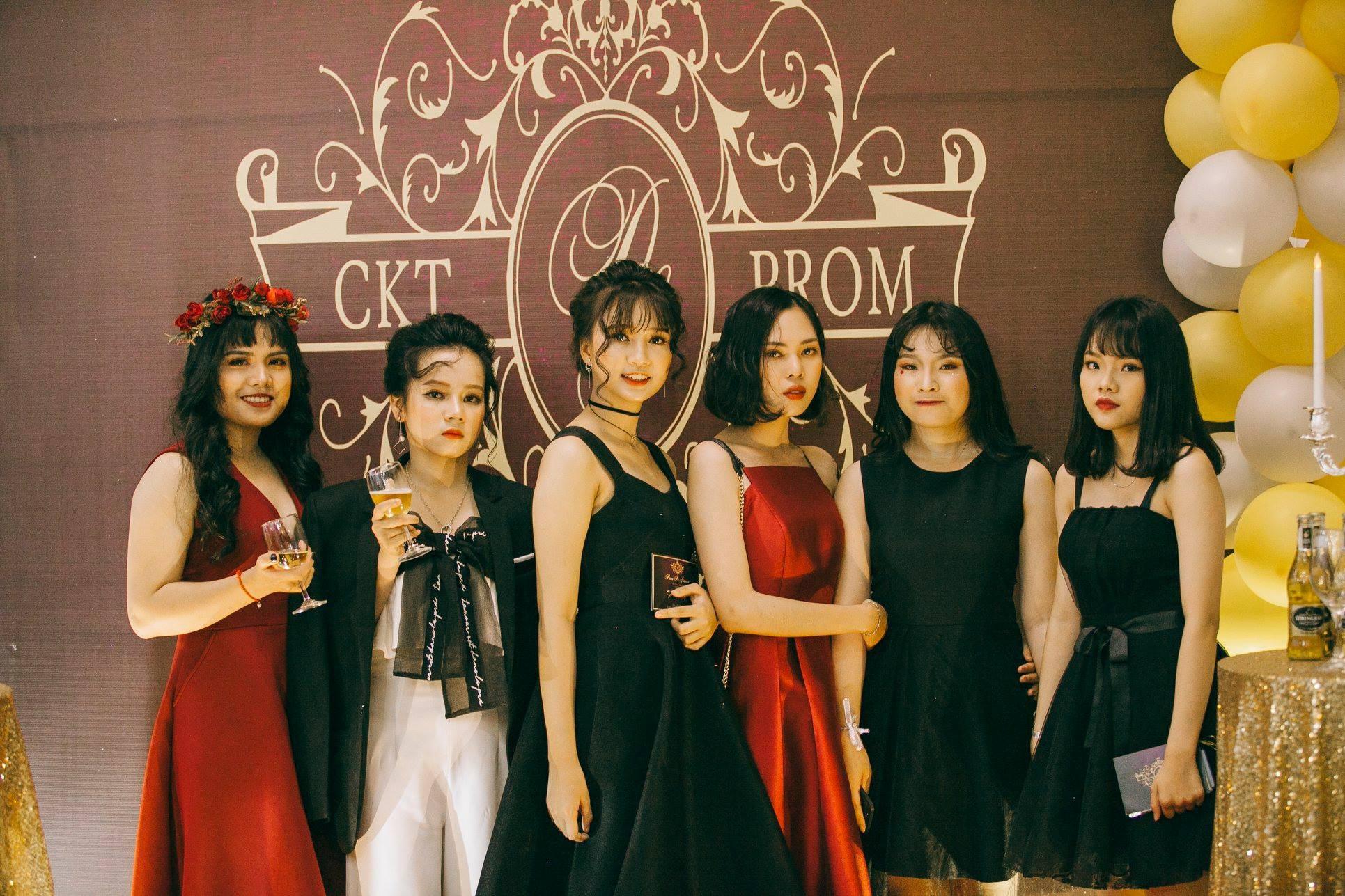 Không chỉ RMIT, trường chuyên phố núi Kon Tum cũng khiến chúng ta đã mắt với dàn trai xinh gái đẹp trong tiệc prom - Ảnh 1.