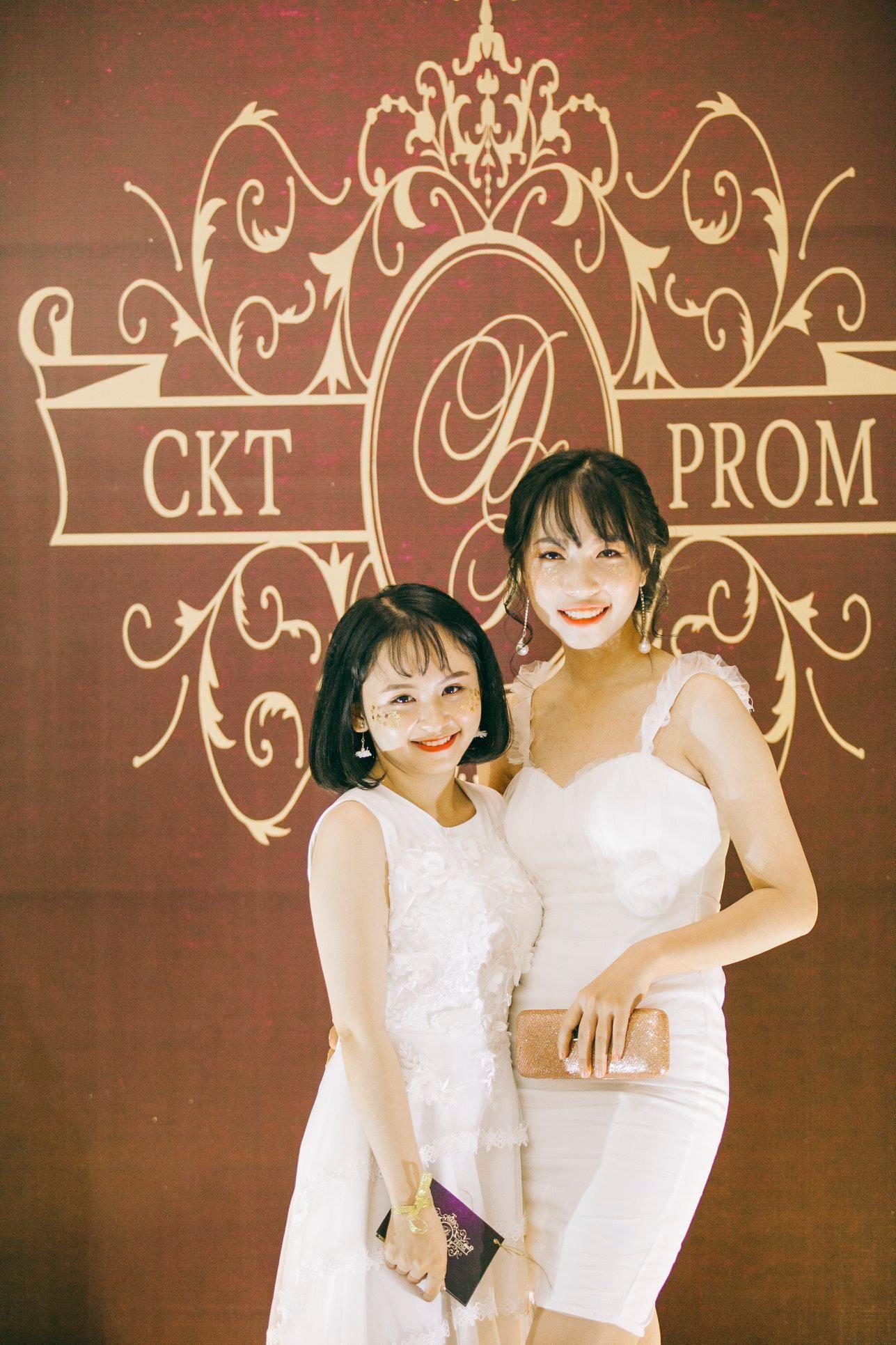 Không chỉ RMIT, trường chuyên phố núi Kon Tum cũng khiến chúng ta đã mắt với dàn trai xinh gái đẹp trong tiệc prom - Ảnh 25.