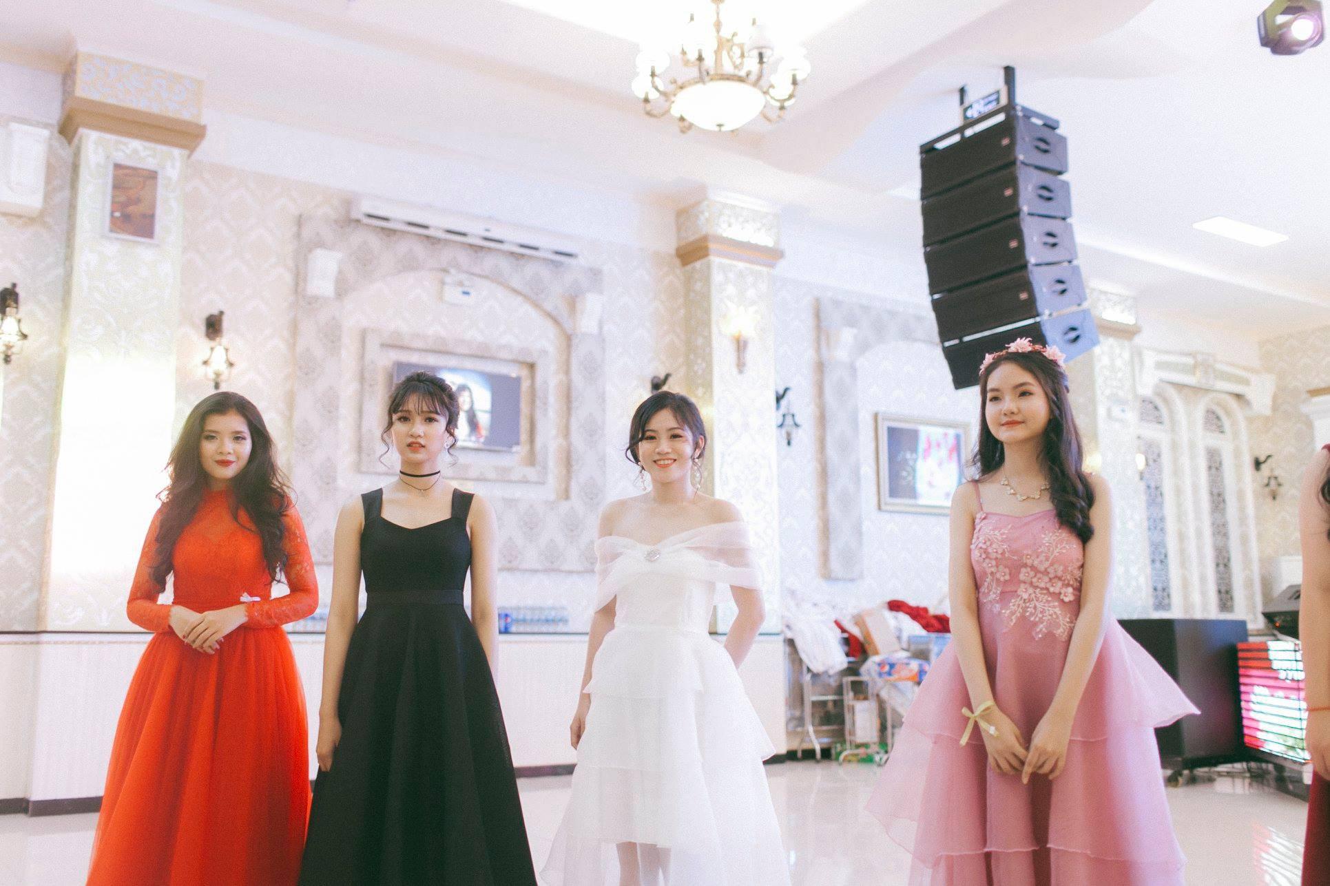 Không chỉ RMIT, trường chuyên phố núi Kon Tum cũng khiến chúng ta đã mắt với dàn trai xinh gái đẹp trong tiệc prom - Ảnh 26.