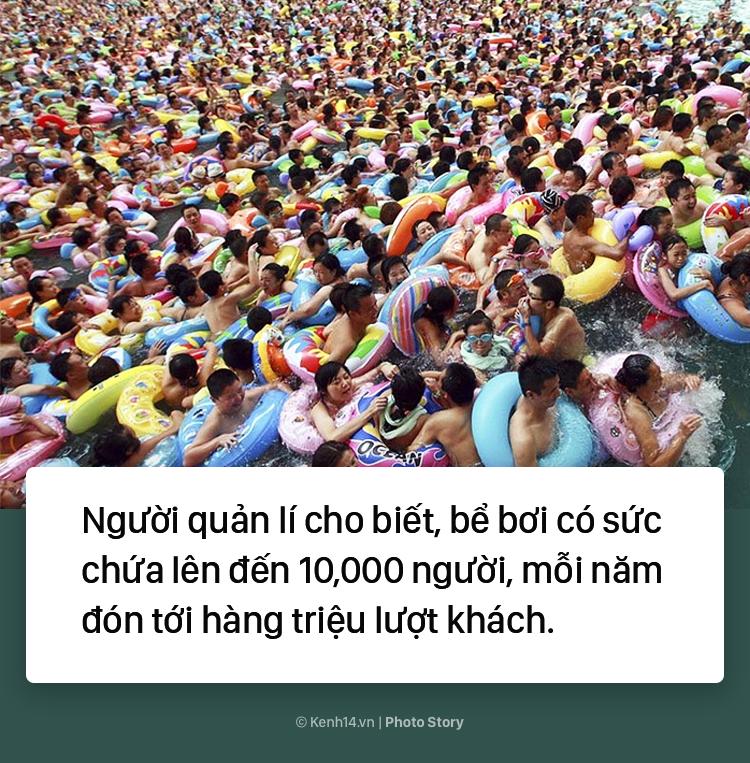 Đến hẹn lại lên: Vừa vào hè, bể bơi ở Trung Quốc đã đông tới mức phải gạt người ra để nhìn thấy nước - Ảnh 9.