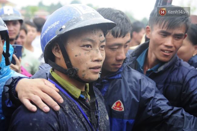 Bất chấp cơn mưa tầm tã, gần 50.000 lượt người đội mưa xem đua ngựa ở Bắc Hà - Ảnh 14.