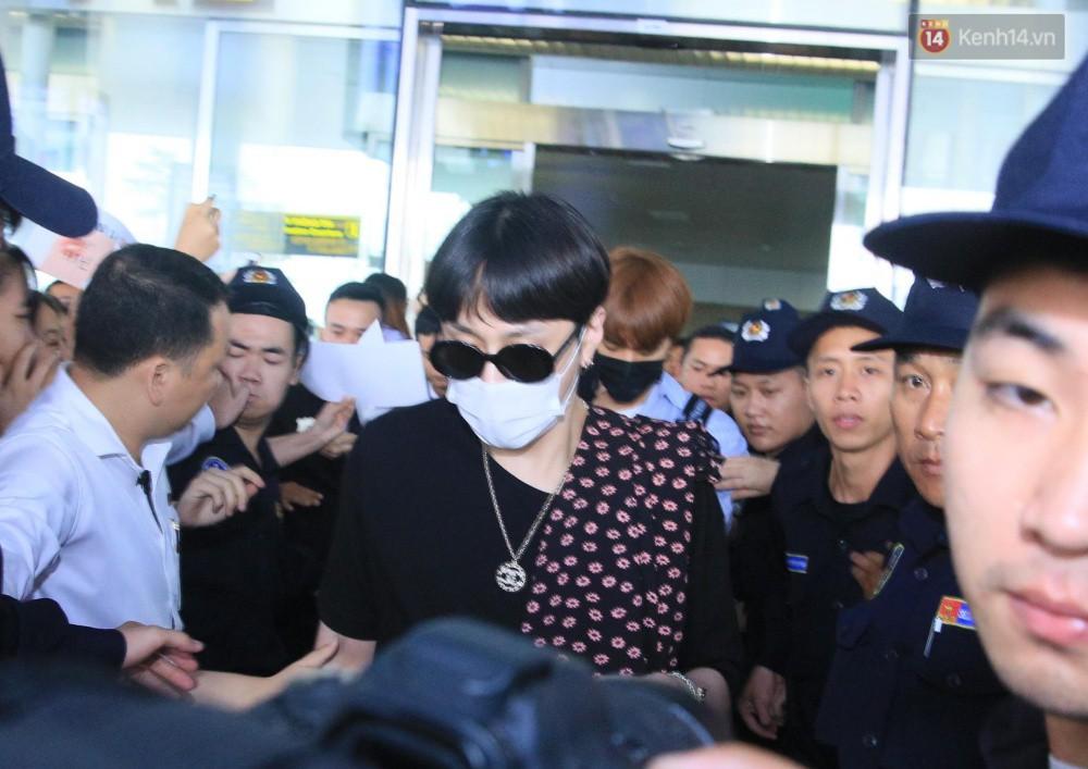 Hyuna vừa đẹp rạng rỡ vừa sexy hết cỡ, Highlight (Beast) điển trai giữa biển fan Việt vây kín sân bay Nội Bài - Ảnh 15.