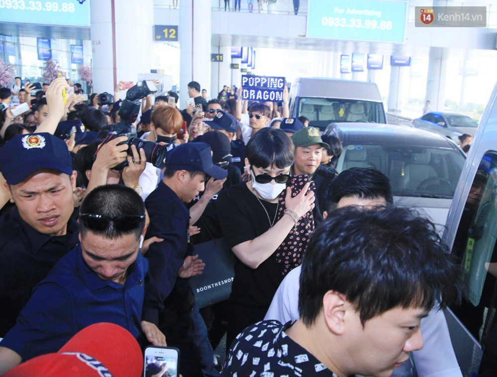 Hyuna vừa đẹp rạng rỡ vừa sexy hết cỡ, Highlight (Beast) điển trai giữa biển fan Việt vây kín sân bay Nội Bài - Ảnh 17.