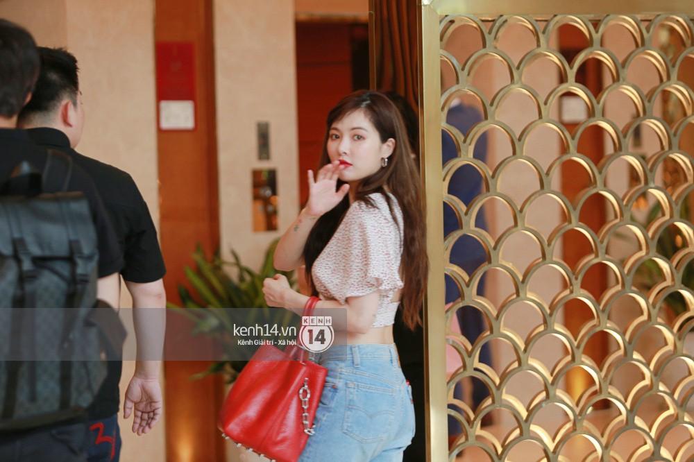 Hyuna vừa đẹp rạng rỡ vừa sexy hết cỡ, Highlight (Beast) điển trai giữa biển fan Việt vây kín sân bay Nội Bài - Ảnh 24.