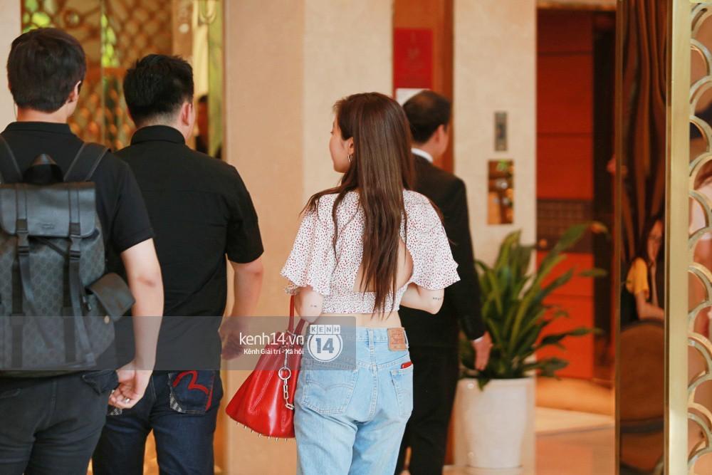 Hyuna vừa đẹp rạng rỡ vừa sexy hết cỡ, Highlight (Beast) điển trai giữa biển fan Việt vây kín sân bay Nội Bài - Ảnh 25.
