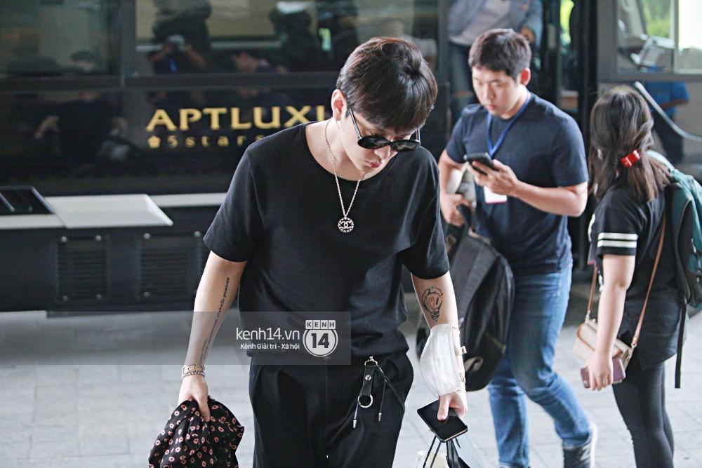 Hyuna vừa đẹp rạng rỡ vừa sexy hết cỡ, Highlight (Beast) điển trai giữa biển fan Việt vây kín sân bay Nội Bài - Ảnh 33.