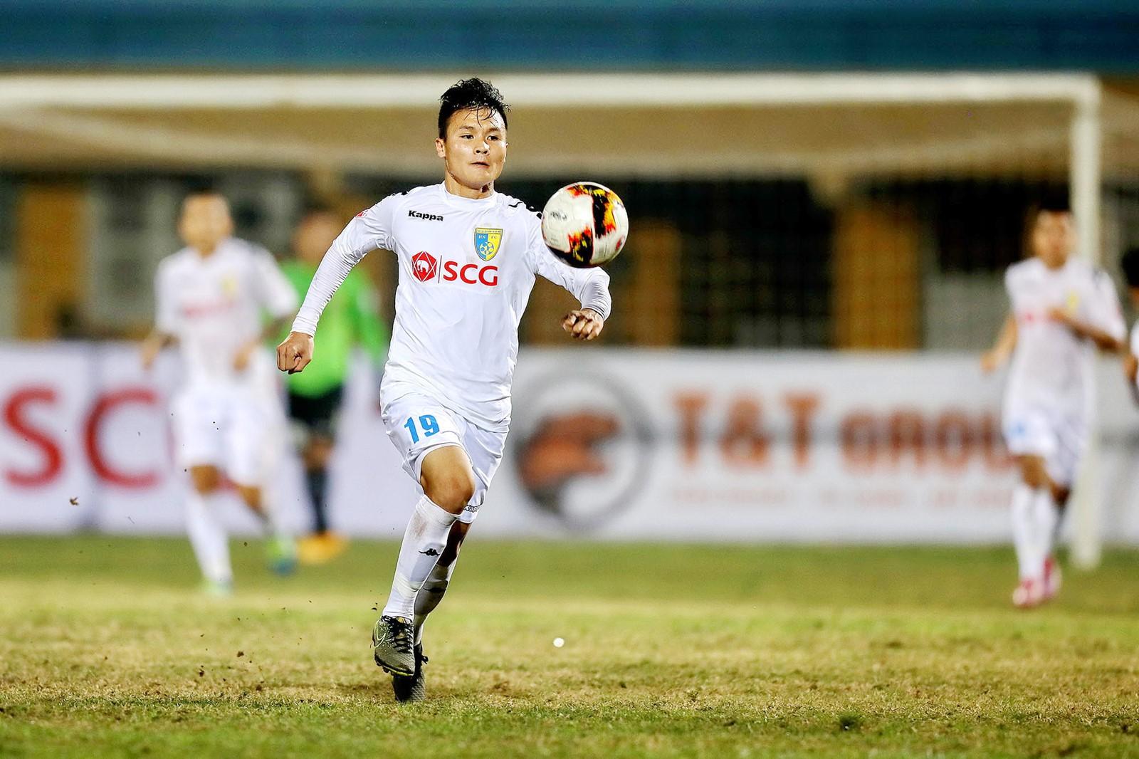 Quang Hải ghi bàn quá dễ, Hà Nội FC nối dài mạch trận bất bại kỷ lục - Ảnh 3.