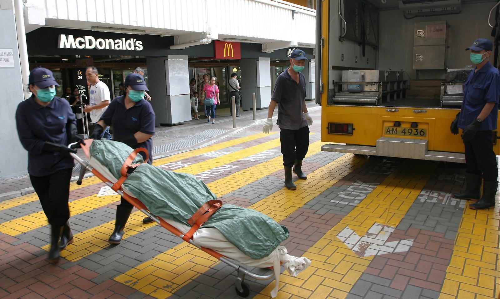 Câu chuyện về những người qua đêm tại McDonald Hồng Kông: Khi chốn công cộng trở thành nhà - Ảnh 2.