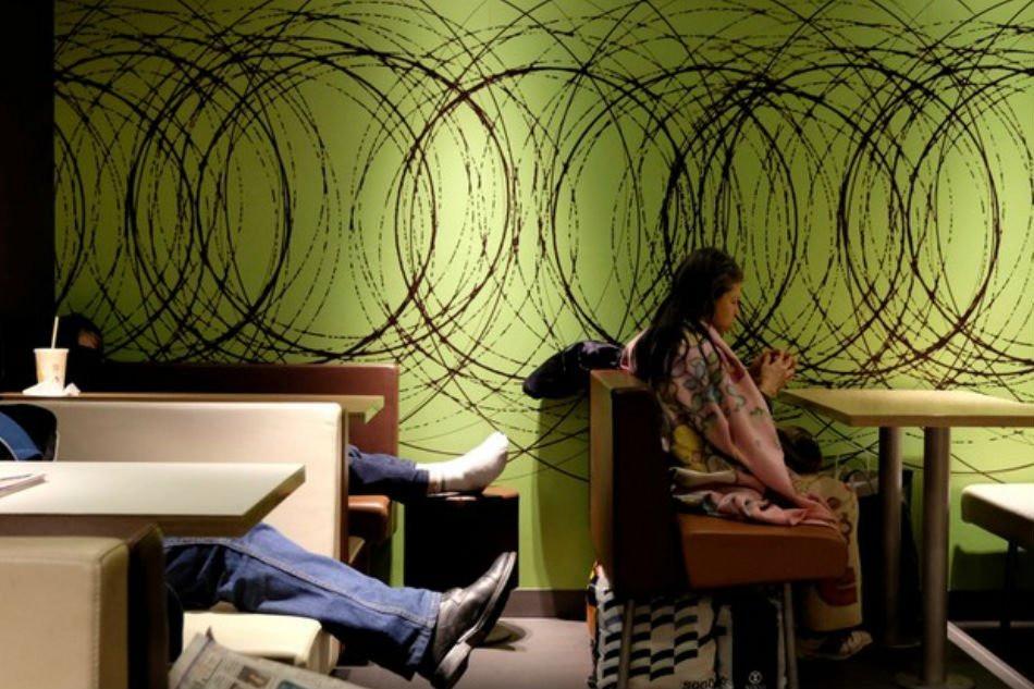 Câu chuyện về những người qua đêm tại McDonald Hồng Kông: Khi chốn công cộng trở thành nhà - Ảnh 8.