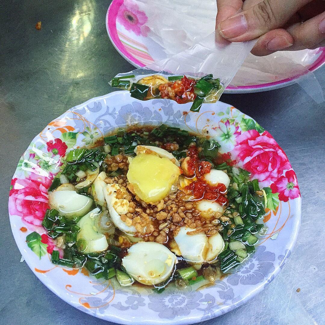 Từ bao giờ mà trứng cút lại trở thành một nguyên liệu chủ đạo không thể thiếu trong các món ăn vặt tại Sài Gòn - Ảnh 3.