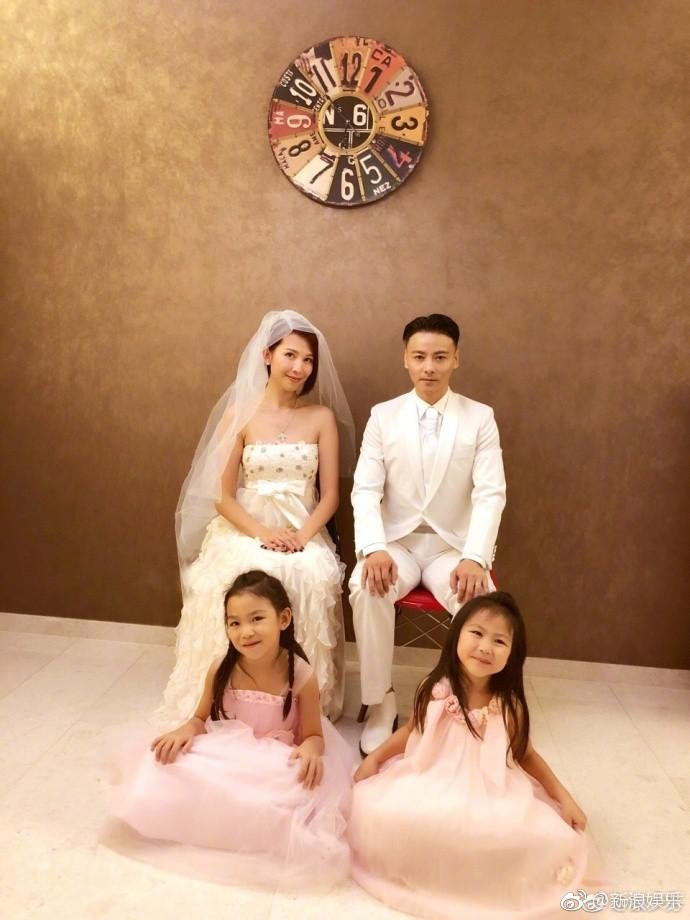 Vợ chồng mỹ nhân Chân Hoàn Truyện mặc lại áo cưới 10 năm trước để kỷ niệm hạnh phúc - Ảnh 2.