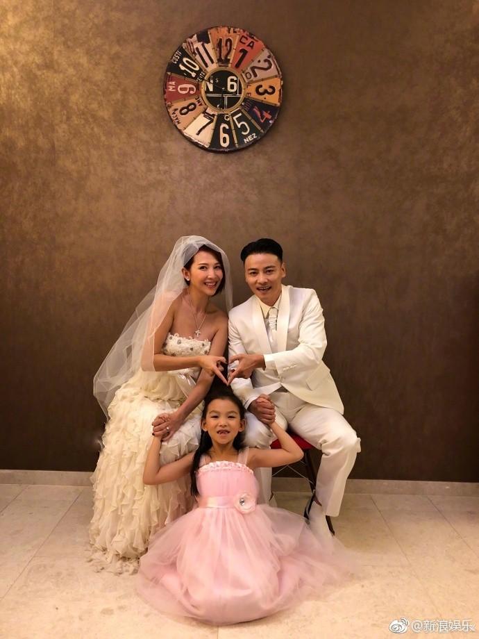 Vợ chồng mỹ nhân Chân Hoàn Truyện mặc lại áo cưới 10 năm trước để kỷ niệm hạnh phúc - Ảnh 8.