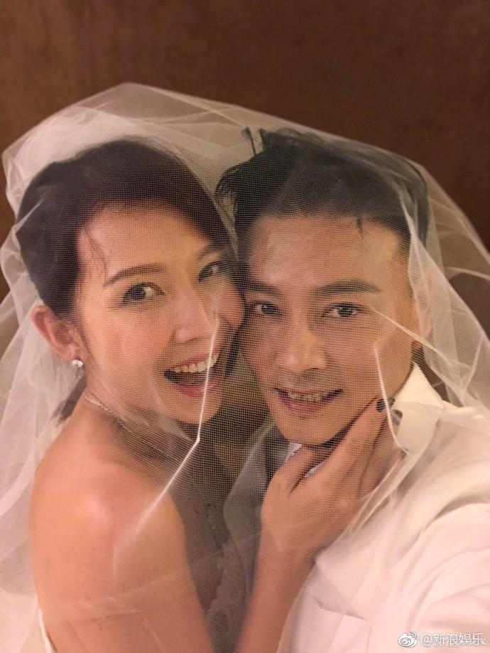 Vợ chồng mỹ nhân Chân Hoàn Truyện mặc lại áo cưới 10 năm trước để kỷ niệm hạnh phúc - Ảnh 4.