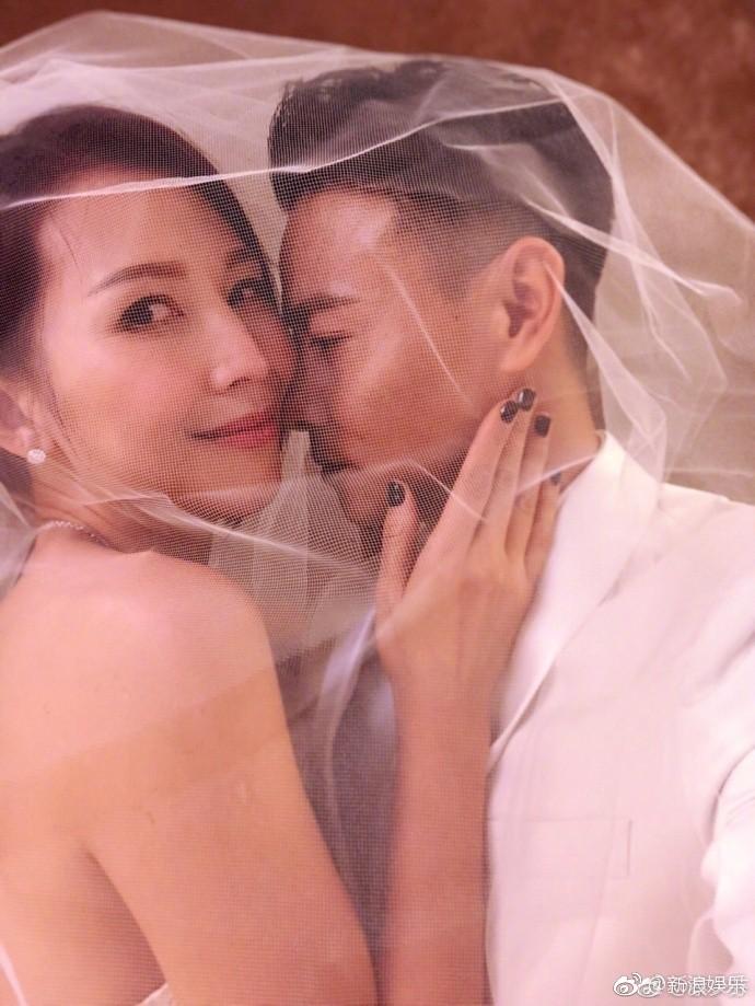 Vợ chồng mỹ nhân Chân Hoàn Truyện mặc lại áo cưới 10 năm trước để kỷ niệm hạnh phúc - Ảnh 5.