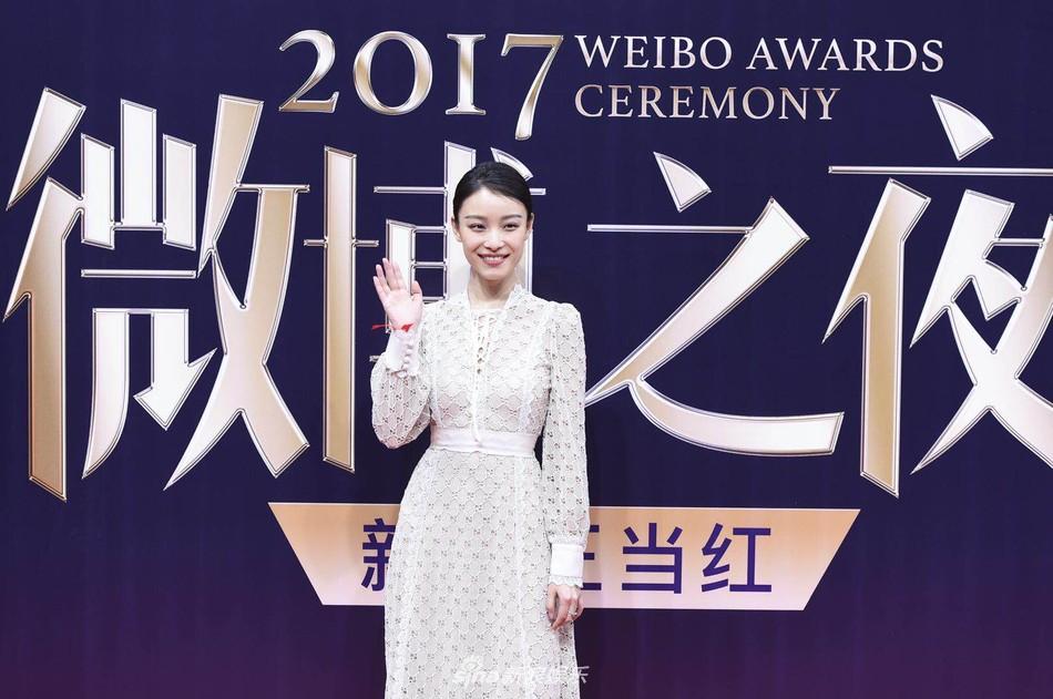 Thảm đỏ Weibo: Angela Baby xuống sắc không phanh, Dương Mịch - Na Trát cùng dàn mỹ nhân cạnh tranh nhan sắc khốc liệt - Ảnh 15.
