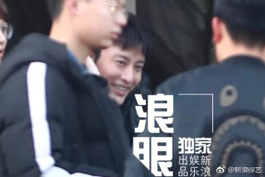 Nụ cười gượng gạo hiếm hoi của Giả Nãi Lượng sau chuỗi 12 ngày chìm đắm trong scandal - Ảnh 5.
