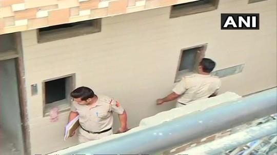 Ấn Độ: Phát hiện 11 thi thể tư thế lạ thường trong căn nhà bí ẩn - Ảnh 2.