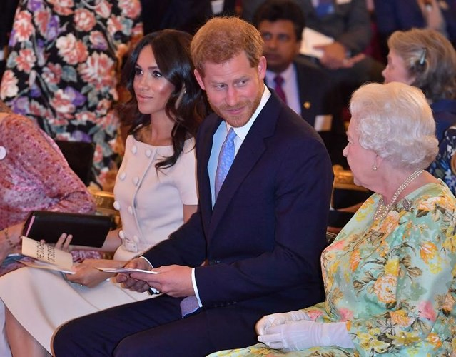 Ảnh: Công nương Anh Meghan Markle tỏa sáng nhờ gu thời trang tinh tế - Ảnh 11.