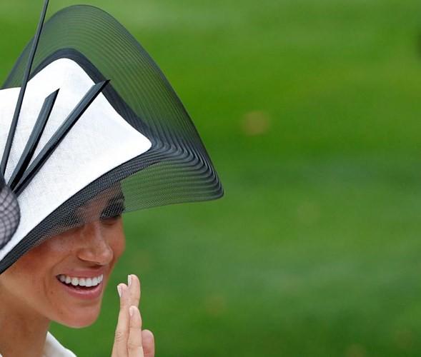 Ảnh: Công nương Anh Meghan Markle tỏa sáng nhờ gu thời trang tinh tế - Ảnh 3.
