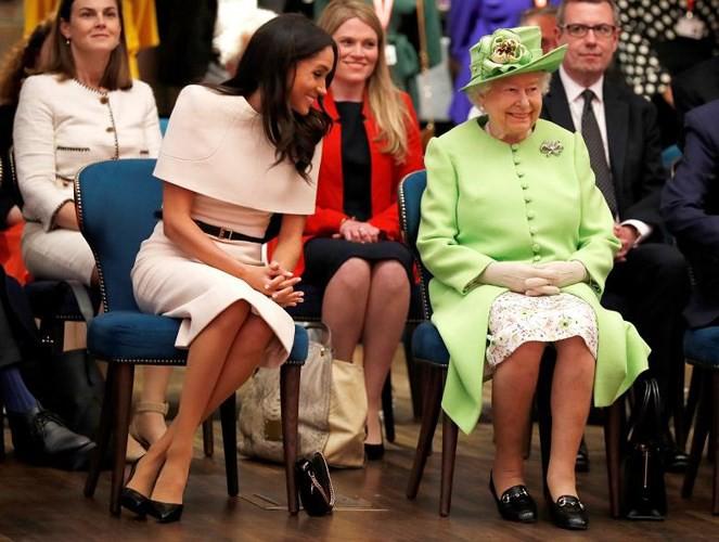Ảnh: Công nương Anh Meghan Markle tỏa sáng nhờ gu thời trang tinh tế - Ảnh 4.