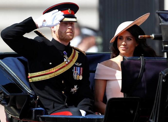 Ảnh: Công nương Anh Meghan Markle tỏa sáng nhờ gu thời trang tinh tế - Ảnh 9.