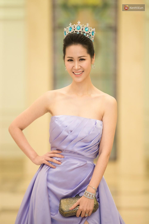 Cùng một thảm đỏ: Hoa hậu chuyển giới Hương Giang lấn át hẳn dàn Hoa hậu, Á hậu về cả thần thái lẫn độ sexy - Ảnh 11.