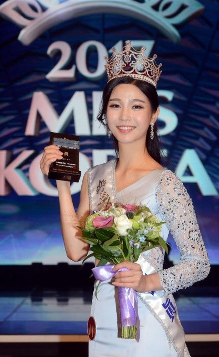 """Trớ trêu các cuộc thi sắc đẹp Hàn Quốc: Hoa hậu bị """"kẻ ngoài cuộc"""" lấn át nhan sắc ngay trong đêm đăng quang! - Ảnh 9."""
