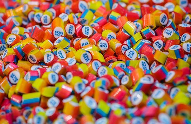 Cửa hàng kẹo ở Úc khiến thực khách ngạc nhiên với màn ảo thuật vô cùng thú vị - Ảnh 1.