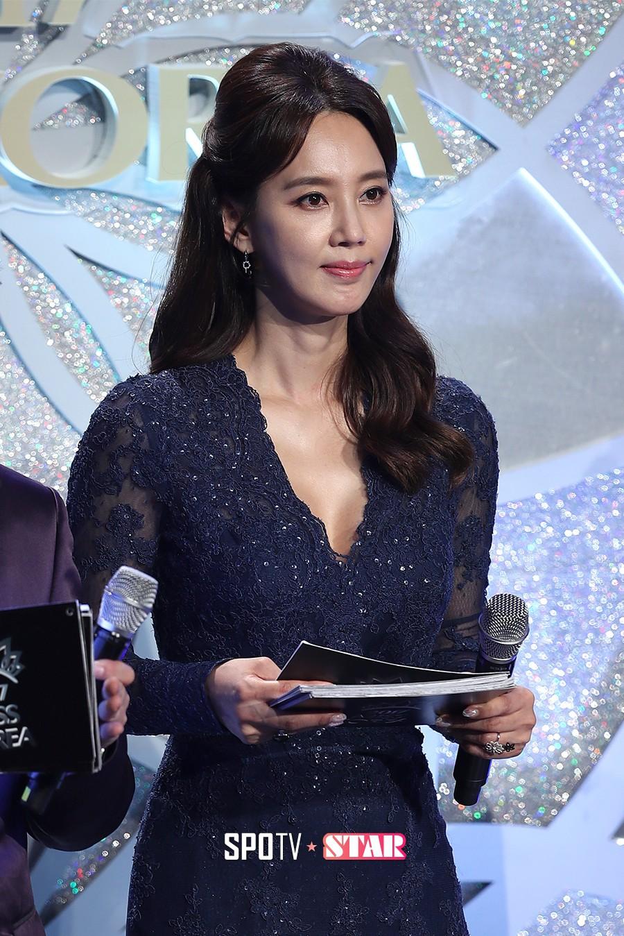 """Trớ trêu các cuộc thi sắc đẹp Hàn Quốc: Hoa hậu bị """"kẻ ngoài cuộc"""" lấn át nhan sắc ngay trong đêm đăng quang! - Ảnh 12."""