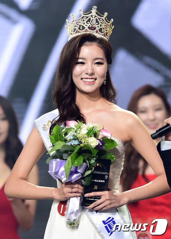 """Trớ trêu các cuộc thi sắc đẹp Hàn Quốc: Hoa hậu bị """"kẻ ngoài cuộc"""" lấn át nhan sắc ngay trong đêm đăng quang! - Ảnh 16."""