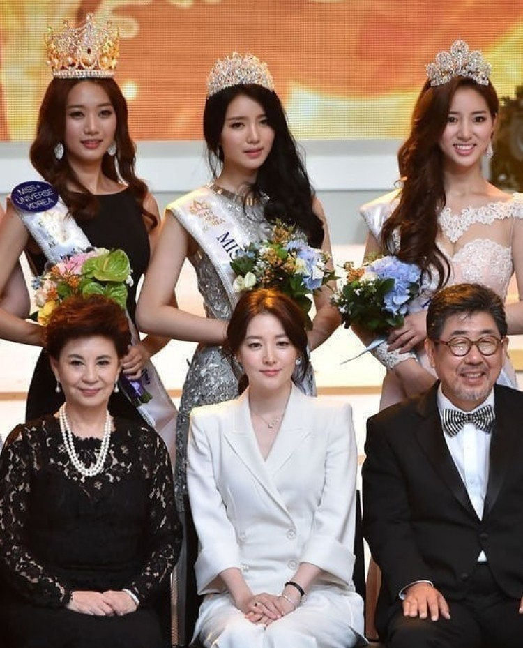 """Trớ trêu các cuộc thi sắc đẹp Hàn Quốc: Hoa hậu bị """"kẻ ngoài cuộc"""" lấn át nhan sắc ngay trong đêm đăng quang! - Ảnh 22."""