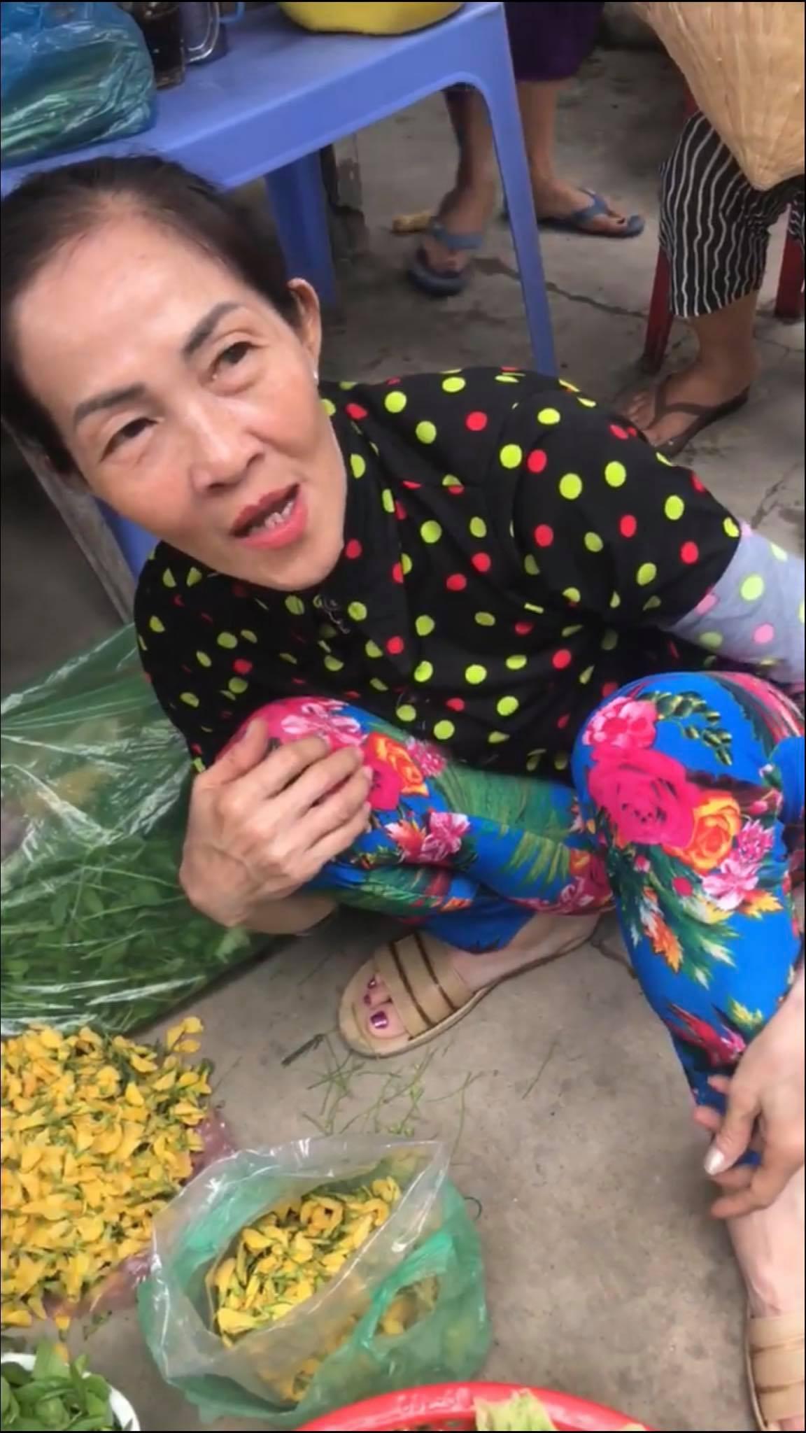 Bất ngờ khi biết bà cô bóc giá outfit giữa chợ gây sốt MXH hoá ra lại là... dì của Huỳnh Lập - Ảnh 2.