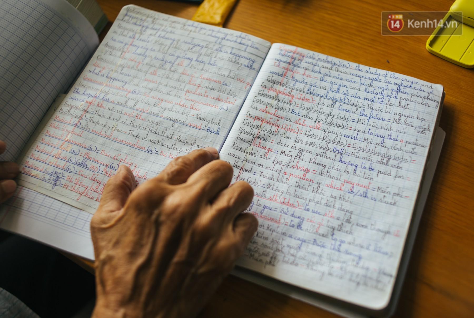 Chuyện ông cụ 77 tuổi ngồi ở thư viện Sài Gòn từ sáng đến tối mịt: Ăn cơm từ thiện, luyện học tiếng Anh - Ảnh 5.