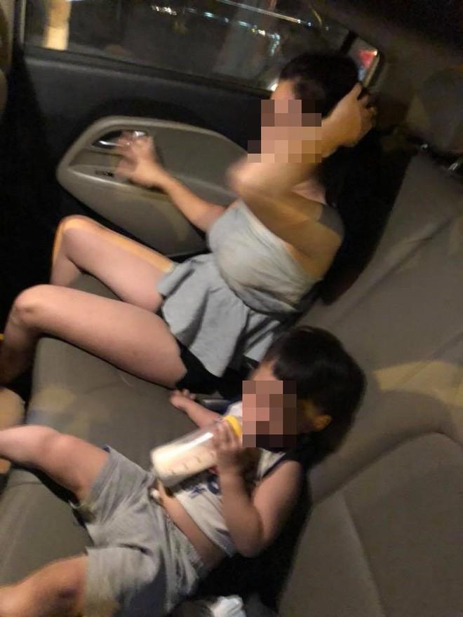 Cậu bé ngơ ngác nhìn mẹ bị đánh ghen trong ô tô: Cảnh tượng khiến bao người xót xa - Ảnh 2.
